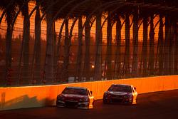 Ryan Newman, Stewart-Haas Racing Chevrolet e Juan Pablo Montoya, Earnhardt Ganassi Racing Chevrolet