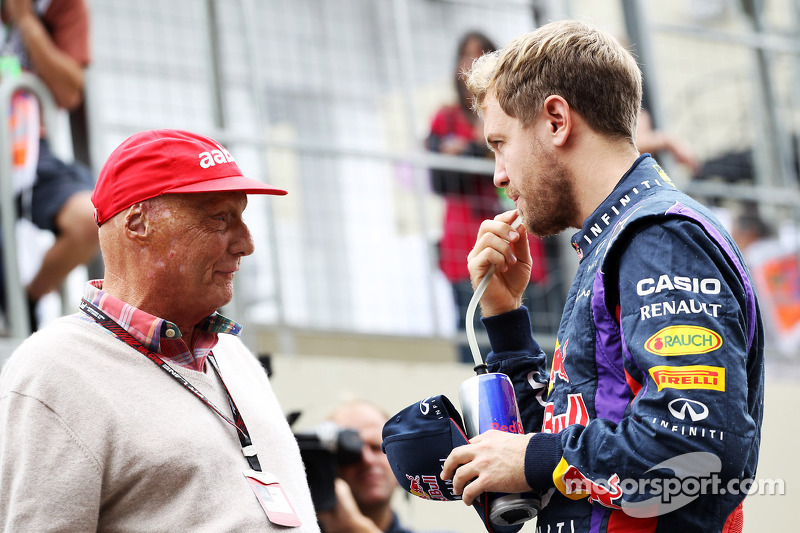 (L naar R): Niki Lauda, Mercedes Non-Executive Chairman met Sebastian Vettel, Red Bull Racing