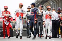 (Da esquerda para direita): Jenson Button, McLaren, e Mark Webber, Red Bull Racing, em fotografia de final de ano