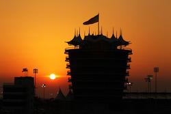 El sol se pone sobre Bahrein