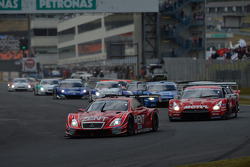 Start: #38 Lexus Team Zent Cerumo Lexus SC430: Yuji Tachikawa, Kohei Hirate leads