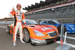 GT500 vencedor Kazuya Oshima