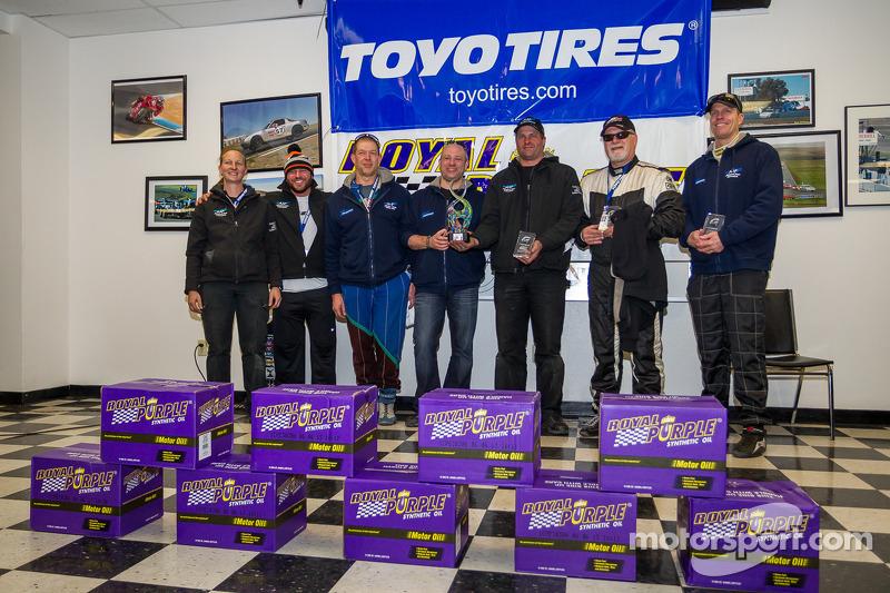 Klasse-winnaars #74 AAF Racing BMW 325I: Richard Cabe, James Colborn, Michael Conatore, Rick Delamare, Hank Moore
