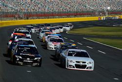 Denny Hamlin, Joe Gibbs Racing Toyota and Kevin Harvick, Stewart-Haas Racing Chevrolet lead a group of cars