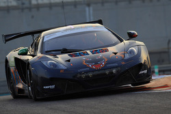 El #8 Dragon Racing McLaren MP4-12C GT3: Jordan Gorgo, Khaled Al-Mudhaf, Mohammed Jawa