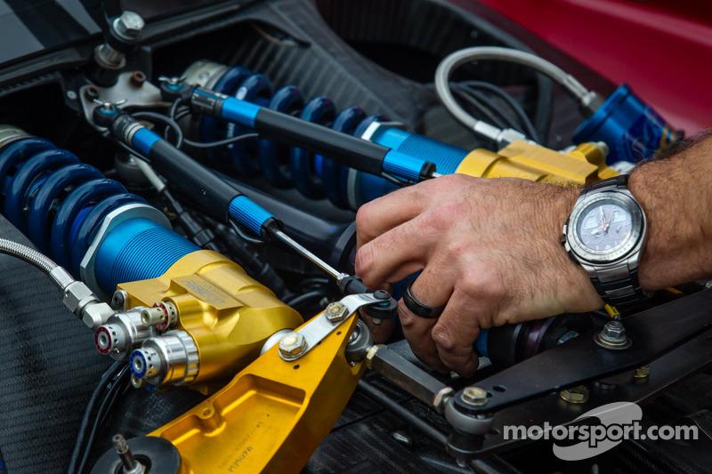 SpeedSource Mazda, membri del team al lavoro