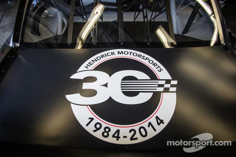 Hendrick Motorsports Chevrolet simoblo 30 ° anniversario nell-auto di Dale Earnhardt Jr., Hendrick M