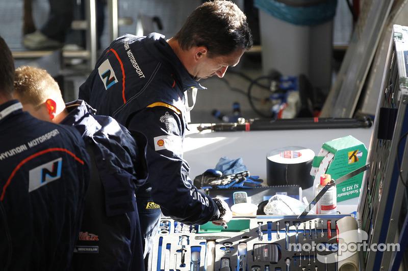 Hyundai Motorsport mekanikerleri