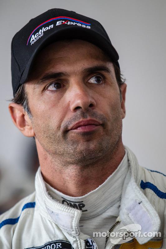 Yarış gerginliğini sonu: Christian Fittipaldi yarışın son dakikalarını izliyor