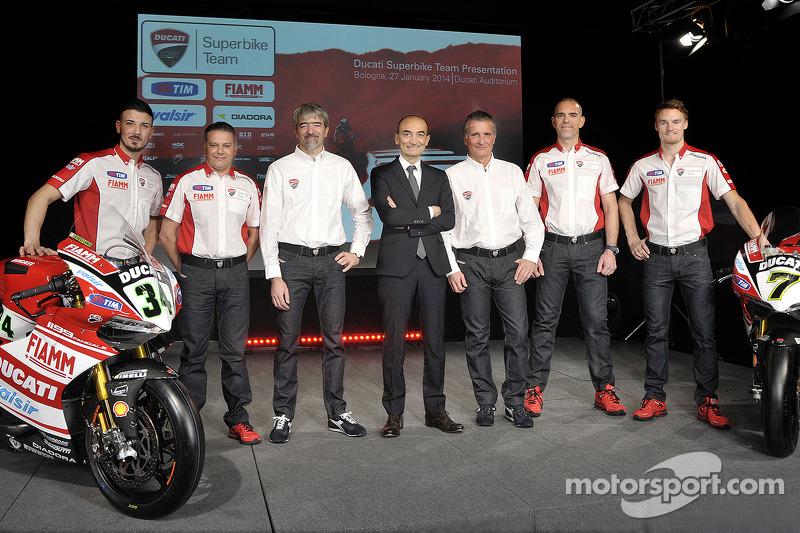 Chaz Davies ve Davide Giugliano ve Ducati WSBK takımı