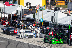 Pit stop action: #2 Extreme Speed Motorsports HPD ARX-03b Honda: Ed Brown, Johannes van Overbeek, Simon Pagenaud, Anthony Lazzaro, #56 BMW Team RLL BMW Z4 GTE: Dirk Müller, John Edwards, Graham Rahal, Dirk Werner, #55 BMW Team RLL BMW Z4 GTE: Bill Auberle