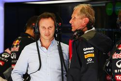 (Soldan Sağa): Christian Horner, Red Bull Racing Takım Patronu ve Dr Helmut Marko, Red Bull Motorsporları Danışmanı