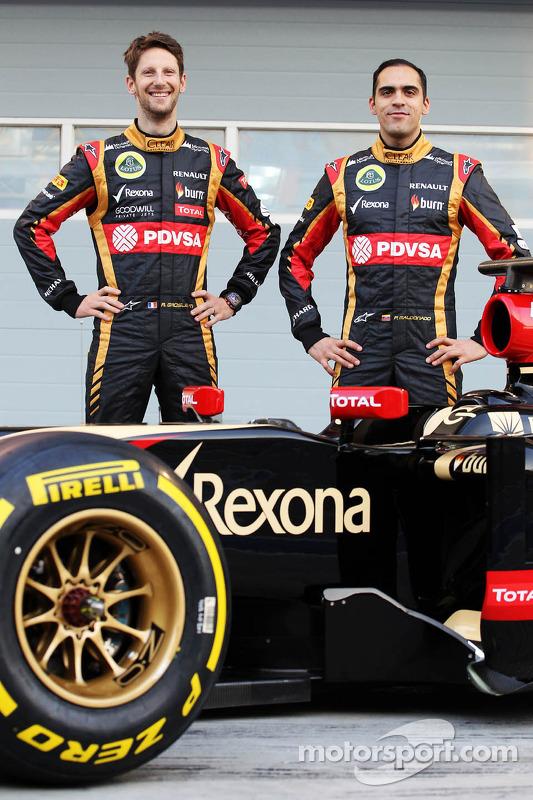 (Esquerda para direita): Romain Grosjean, Lotus F1 Team, e seu companheiro Pastor Maldonado, Lotus F