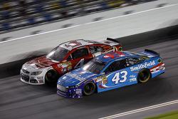 Aric Almirola, Richard Petty Motorsports Ford and Kevin Harvick, Stewart-Haas Racing Chevrolet