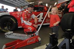 Kurt Busch, Stewart-Haas Racing Chevrolet with his son Keelan