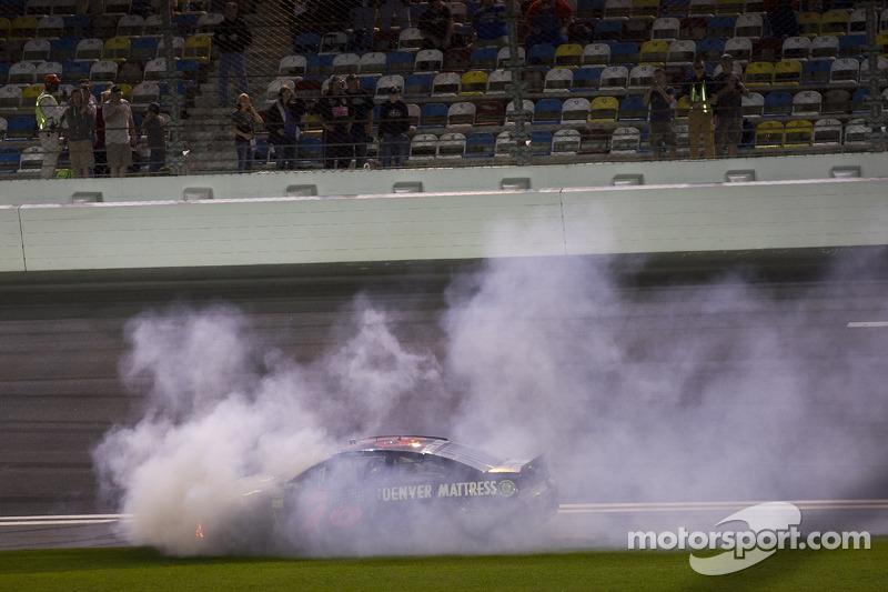 Problemi per Martin Truex Jr., Furniture Row Racing Chevrolet