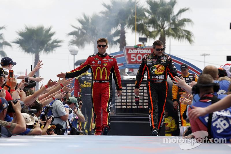 Jamie McMurray, Ganassi Racing Chevrolet e Tony Stewart,Stewart-Haas Racing Chevrolet