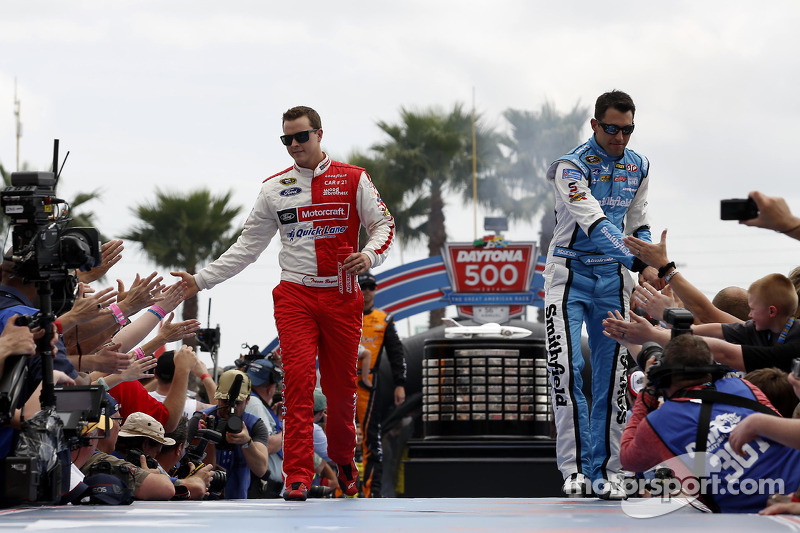 Trevor Bayne, Wood Brothers Racing Ford e Aric Almirola, Richard Petty Motorsports Ford