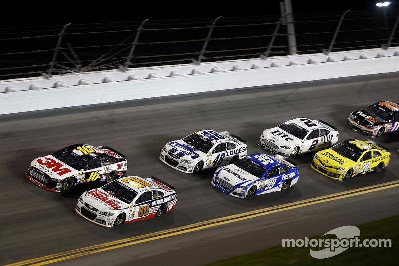 Dale Earnhardt Jr., Hendrick Motorsports Chevrolet, Greg Biffle, Roush Fenway Racing Ford, Carl Edwa