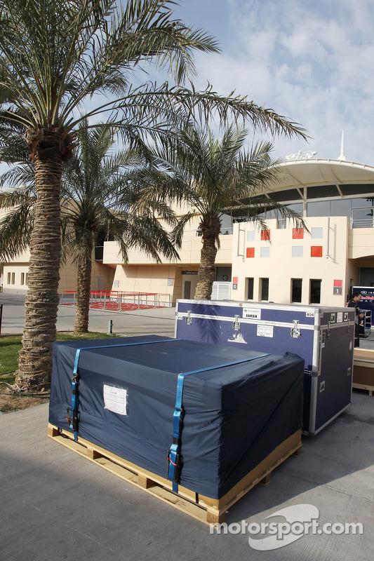 Container im Fahrerlager