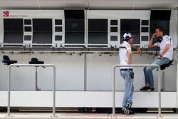 Adrian Sutil, Sauber F1 Takımı ve Giedo van der Garde, Üçüncü Pilotu, Sauber F1 Takımı