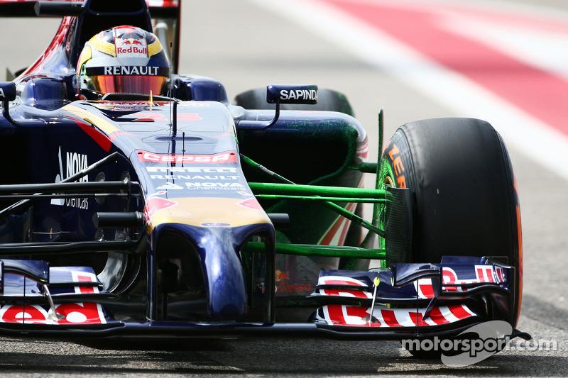 Em 2015, Vettel foi para a Ferrari, o que abriu espaço na Red Bull – em vaga que foi ocupada por Kvyat. Vergne também saiu após três anos, de modo que a Toro Rosso tinha duas vagas em aberto.