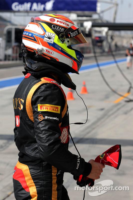 Pastor Maldonado, Lotus F1 Team, para na pista