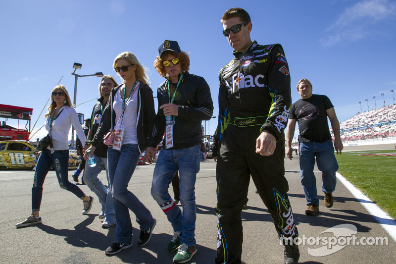 Carl Edwards, Roush Fenway Racing Ford ve Carrot Top