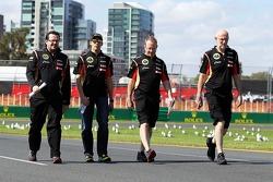 Pastor Maldonado, Lotus F1 Team passeggia per il circuito