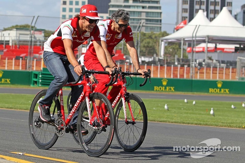Fernando Alonso, Ferrari cycles the circuit with Edoardo Bendinelli, Personal Trainer