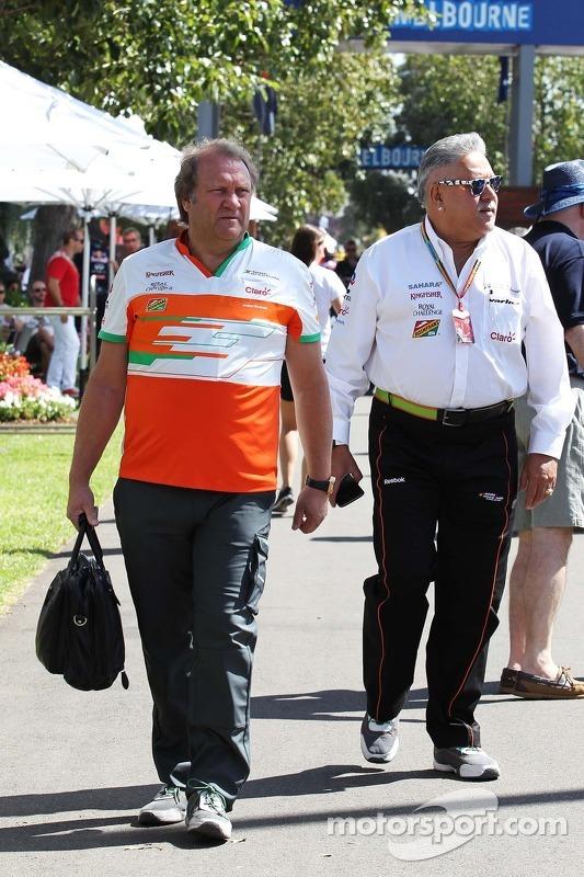 (Esquerda para direita): Robert Fernley, diretor da Sahara Force India F1, com Dr. Vijay Mallya, dono da Sahara Force India F1
