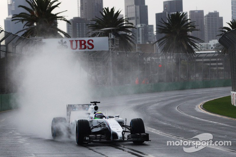 Felipe Massa, Williams FW36 arka düzlükte kontrolü yakalamaya çalışıyor