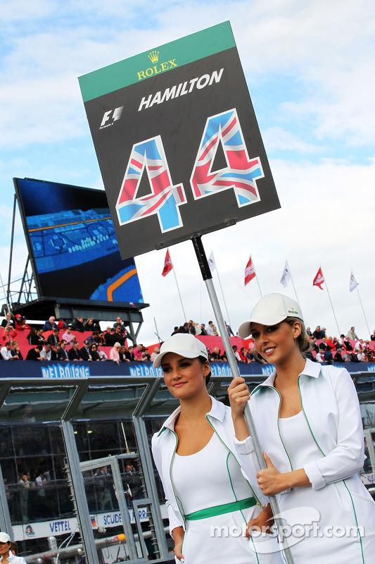 Lewis Hamilton için grid kızları, Mercedes AMG F1