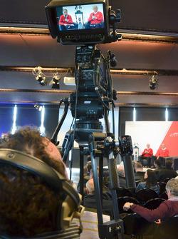 Pilotos da Audi falam no palco
