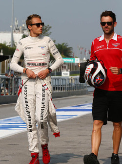 (Soldan Sağa): Max Chilton, Marussia F1 Takımı ve Sam Village, Marussia F1 Takımı