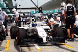 Felipe Massa, Williams FW36 practices a pit stop