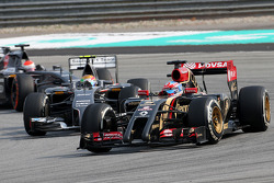 Romain Grosjean (FRA), Lotus F1 Team y Esteban Gutiérrez (MEX), Sauber F1 Team  30