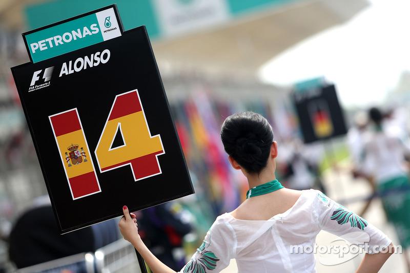 Fernando Alonso (ESP), Scuderia Ferrari, Gridgirl