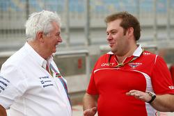 (Da sinistra a destra): Pat Symonds, Williams Capo Ufficio tecnico con Dave Greenwood, Marussia F1 Team Ingegnere di pista