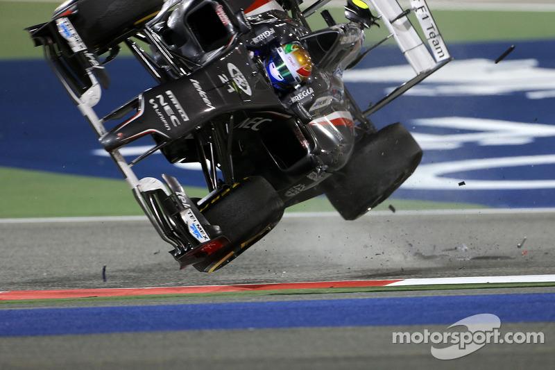 Crash: Esteban Gutierrez, Sauber C33