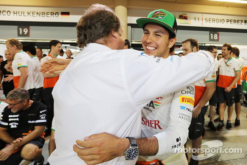 Sergio Perez, Sahara Force India F1, festeggia il terzo posto con Robert Fernley, Sahara Force India