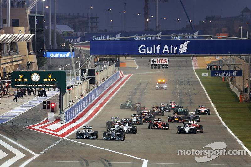 Partenza della gara, Nico Rosberg, Mercedes AMG F1 Team e Lewis Hamilton, Mercedes AMG F1 Team 06