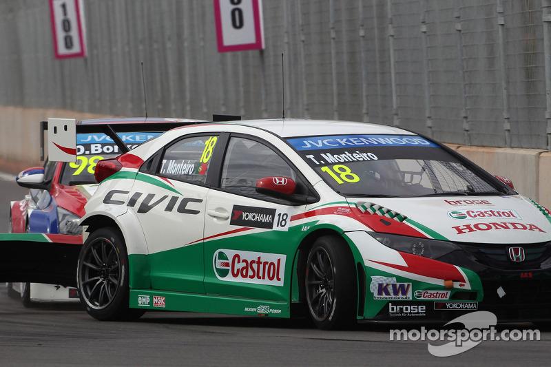 Tiago Monteiro, Honda Civic WTCC, Castrol Honda WTC Team e Dusan Borkovic, Chevrolet Cruze RML TC1, NIS Petrol da Campos Racing