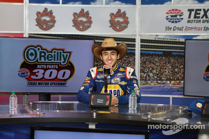 Chase Elliot, kazanan O'Reilly Auto Parts 300