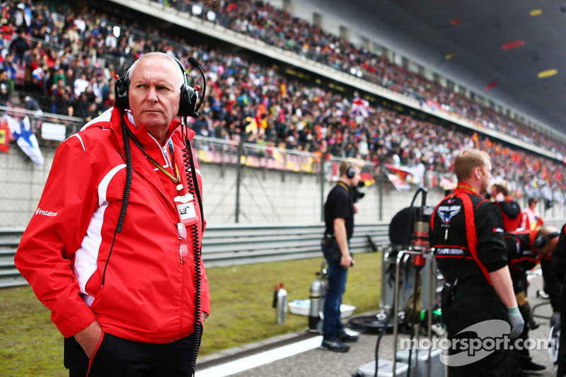 玛鲁西亚F1车队总监约翰·布斯在发车区