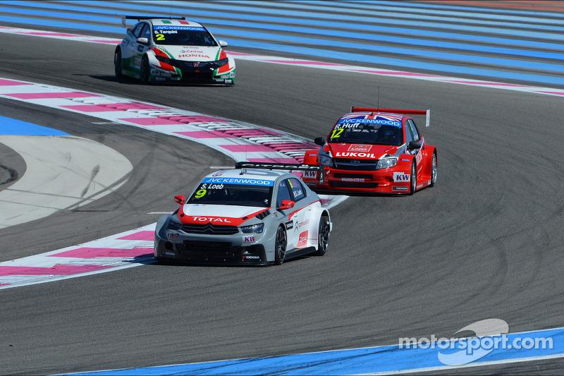 Sébastien Loeb, Citroën C-Elysee WTCC, Citroën Total WTCC davanti a Robert Huff, LADA Granta 1.6T, L