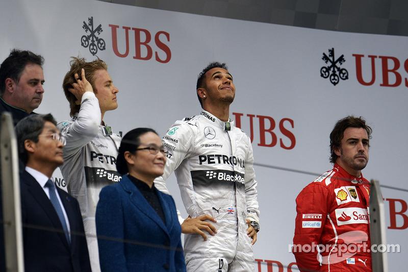 Il podio Nico Rosberg, Mercedes AMG F1, secondo; Lewis Hamilton, Mercedes AMG F1, vincitore della gara; Fernando Alonso, Ferrari, terzo