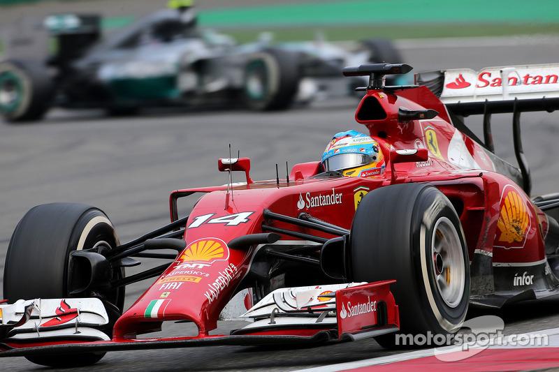 Fernando Alonso, Scuderia Ferrari ve Nico Rosberg, Mercedes AMG F1 Takımı