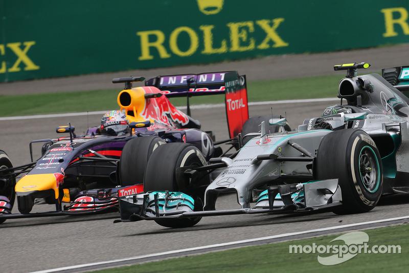 Nico Rosberg, Mercedes AMG F1; Sebastian Vettel, Red Bull Racing