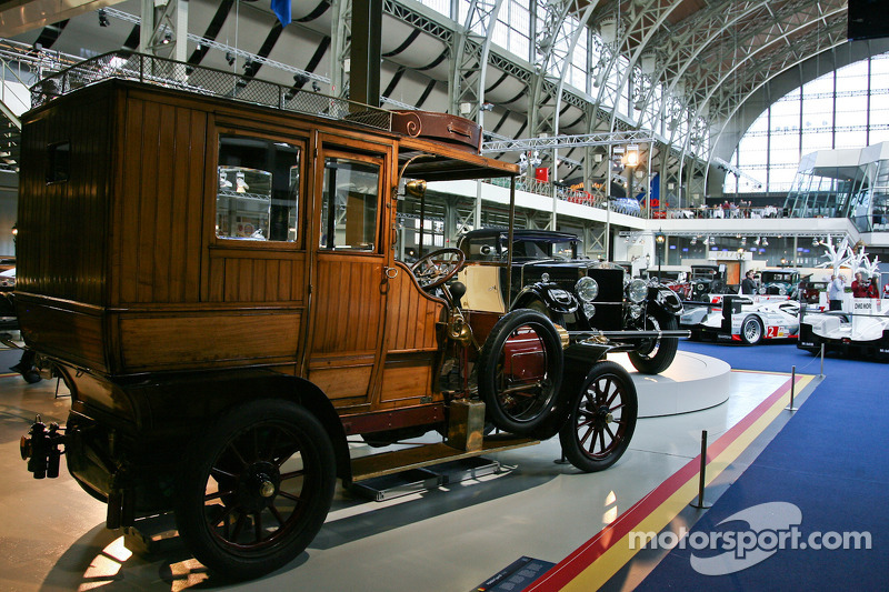 Exhibits at the Autoworld museum